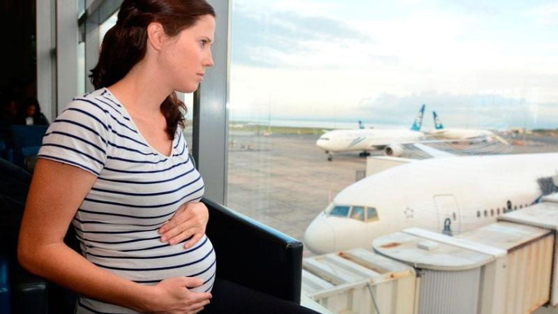 До какого срока можно летать беременным на самолете