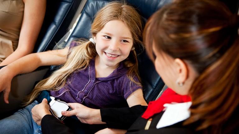Когда дети могут летать на самолете самостоятельно