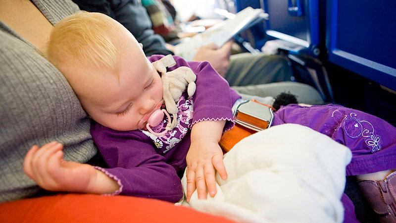 Путешествие в самолете с грудничком