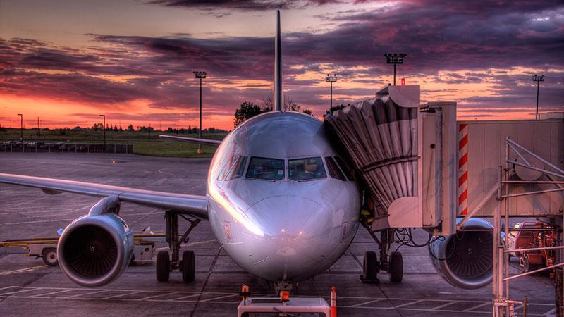 Телескопический трап на самолет