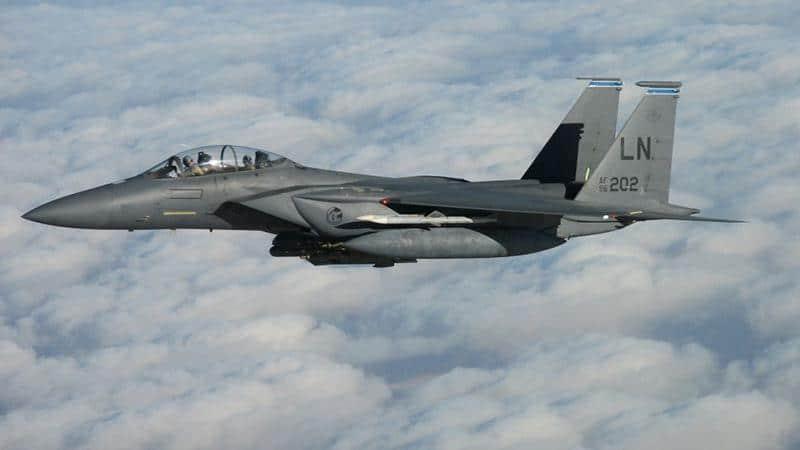 Скорость военного самолета McDonnell Douglas F-15 Eagle