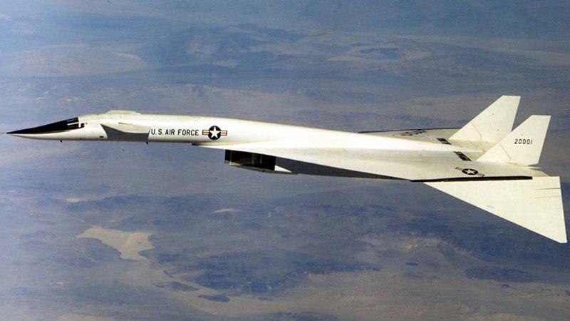 Военный самолет XB-70A Valkyrie