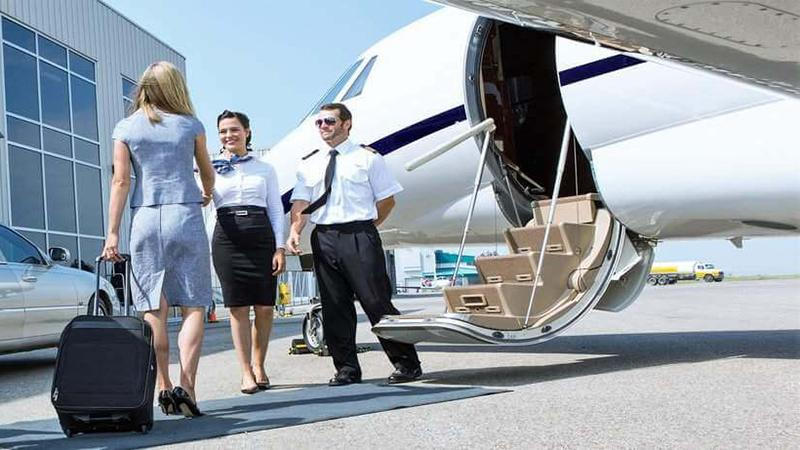 Сколько платят стюардессам за чартерный рейс