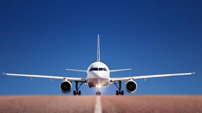 С какой скоростью садится пассажирский самолет