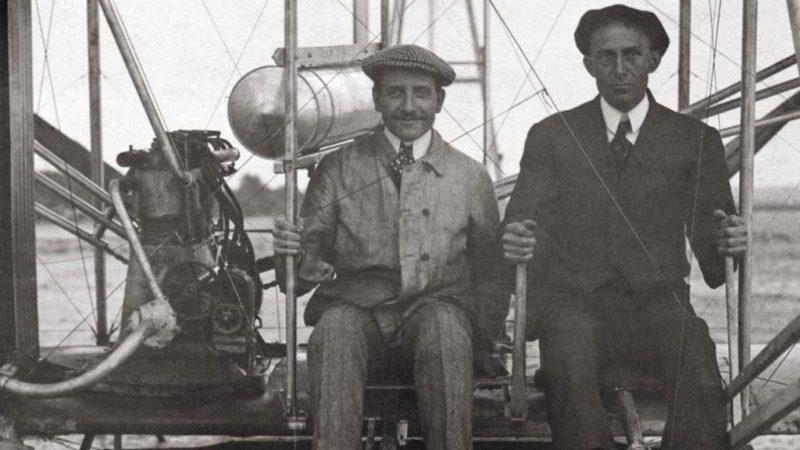 кто первый изобрел самолет