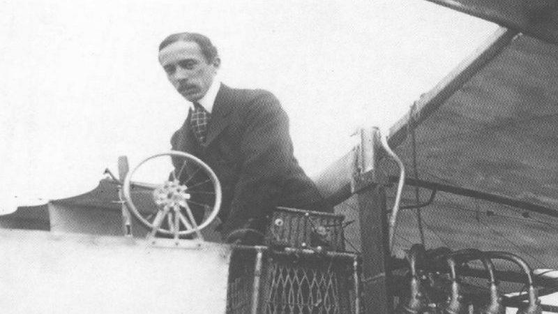 кто построил первый в мире самолет