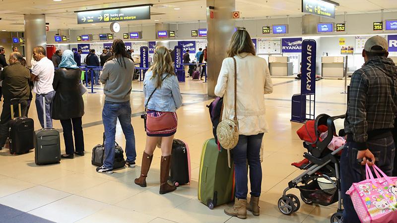 Перевозим коляску в самолете: правила и нюансы