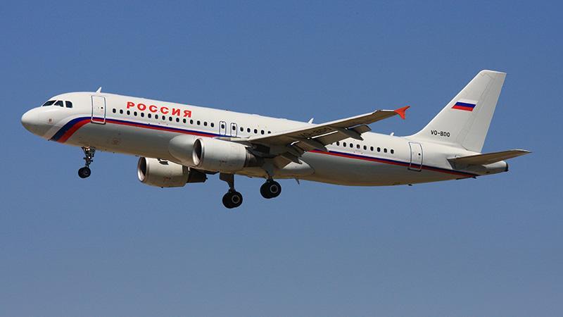 За сколько времени самолет пролетает расстояние от Москвы до Краснодара с пересадками