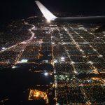 вид из кабины пилота при посадке самолета