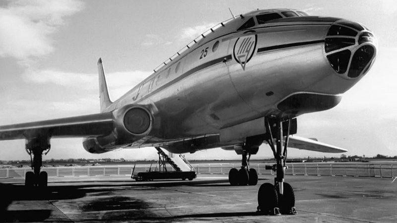 первый в мире пассажирский реактивный самолет