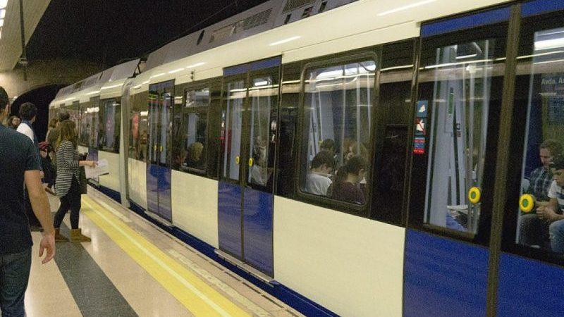 как добраться из центра города Мадрид до аэропорта Барахас
