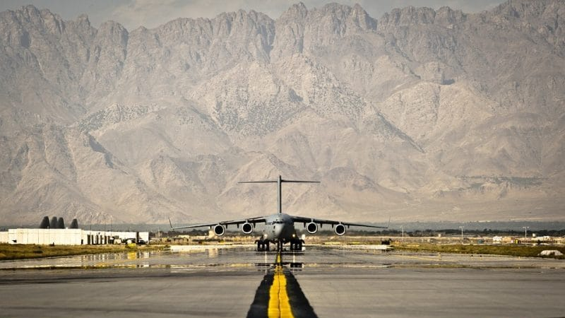 В чем разница между аэропортом и аэродромом и как их отличить